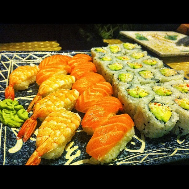 Sushidaygironi!!! @batharry @cortijo88 😝😝😝😝🍣🍢#sushi #sushimondaygirona #food #sun #happy #follow  #instadaily#jj #beautiful #bestoftheday #sky #igdaily #webstagram  #fashion #nofilter #spain #igersgirona #love #instagood #tweegram #photooftheday #iphonesis #instamood #cute #igers #iphoneonly #picoftheday #instagramhub #tbt #summer » http://instacanv.as/mario_mbr « (tomada con Instagram en Tokio Teppanyaki)