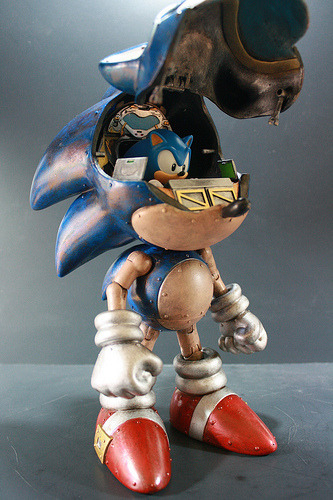 it8bit:  Mecha Sonic Created by Kody Koala (via:vyntic)
