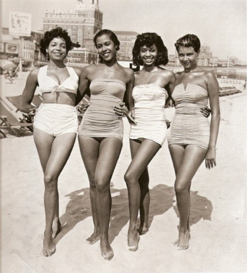 theniftyfifties:  Girls on the beach in bathing suits, 1950s.