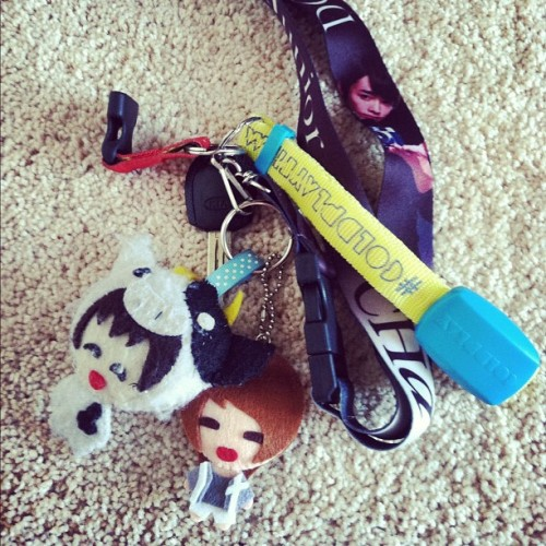 My keys. What's on your's?! #샤이니 #온유 #keychain #keys #sherlock #onew #shinee #hellobaby #donghae #superjunior #acha #동해 #슈퍼주니어  (Taken with Instagram)