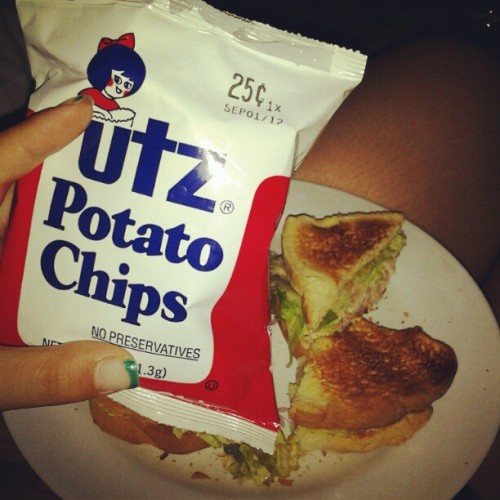 Whatchu know about my lunch yo! #lol #TunaFish #Sandwich #Lettuce #Bread #UTZpotatoChips (Taken with Instagram)