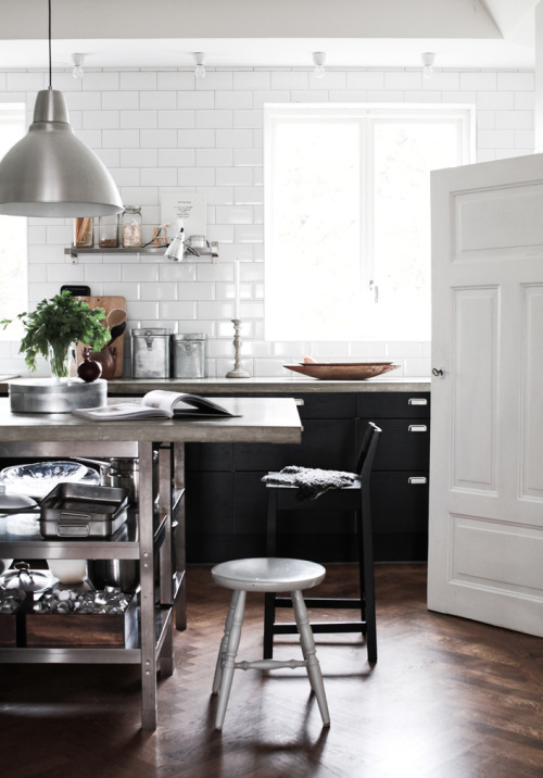 myidealhome:  industrial retro kitchen (by recent settlers)