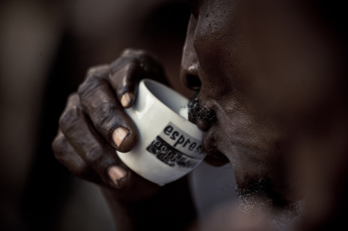 The Fine Photo (via kilele:Portrait of a man drinking coffee in the Fish Market, Stonetown in Zanzibar. Photo by Ignacio Santa Maria)