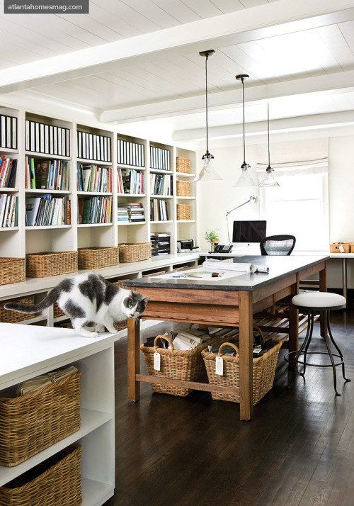 myidealhome:  organized home office (by recent settlers)  Uuuughhhh My office some day please.