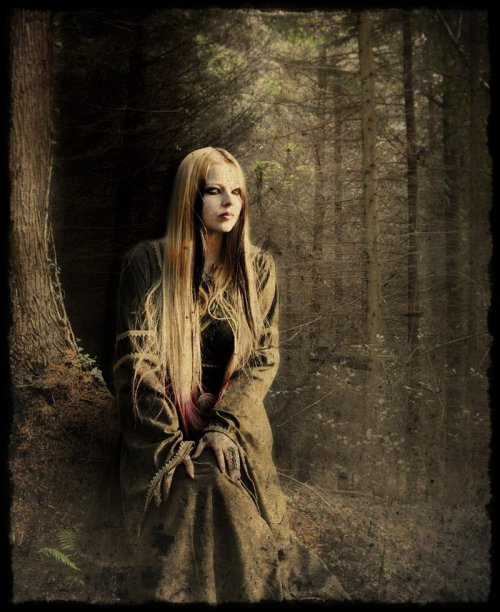 ironvalkyria:  Forest Witch by catzav3ncu