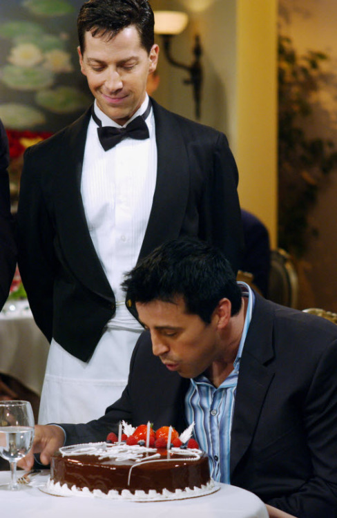 "Here Dan Bucatinsky plays an impatient waiter on Friends' ""The One with Phoebe's Birthday Dinner""….bitch. (10 points to anyone that got the reference!) It's appropriate that he should be on a Phoebe-centric episode, as he now co-stars/writes/produces Web Therapy with Lisa Kudrow. They must be pals, because he also exec-produced/co-starred Kudrow's heartbreakingly short-lived The Comeback. Great find, rklinde! Follow Us On Twitter at @ISpyAFamousFace!"