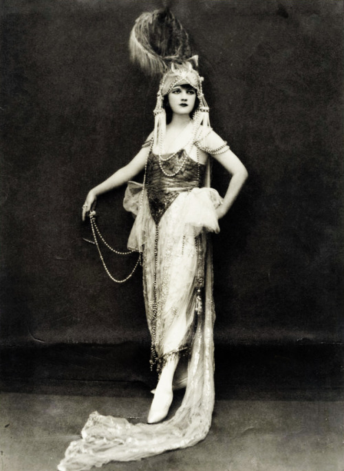 Ziegfeld Follies showgirl Jessie Reed photographed by Edward Thayer Monroe c. 1920's