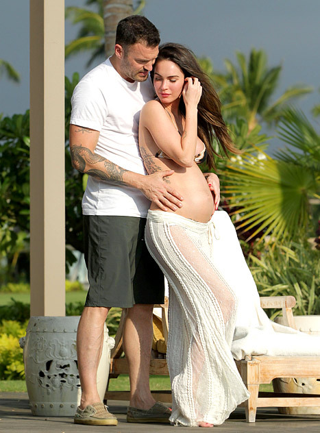 blua:  The beautiful and pregnant Megan Fox and her husband Brian Austin Green celebrating their second wedding anniversary in Kona, Hawaii — the same spot they tied the knot in 2010.  :3