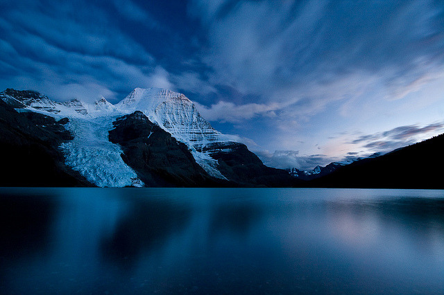 tangledleaves:  Berg Lake Twilight by Jeff Pang