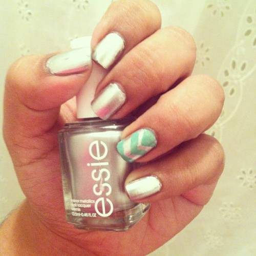 Manicure Monday! Essie: no place like chrome and chevron nail. #essie #nails  (Taken with Instagram)