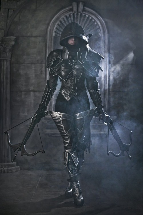 janelim:  Diablo III - Demon Hunter (Tasha from Spiral Cats) I'm not big on cosplay, but this is badass.