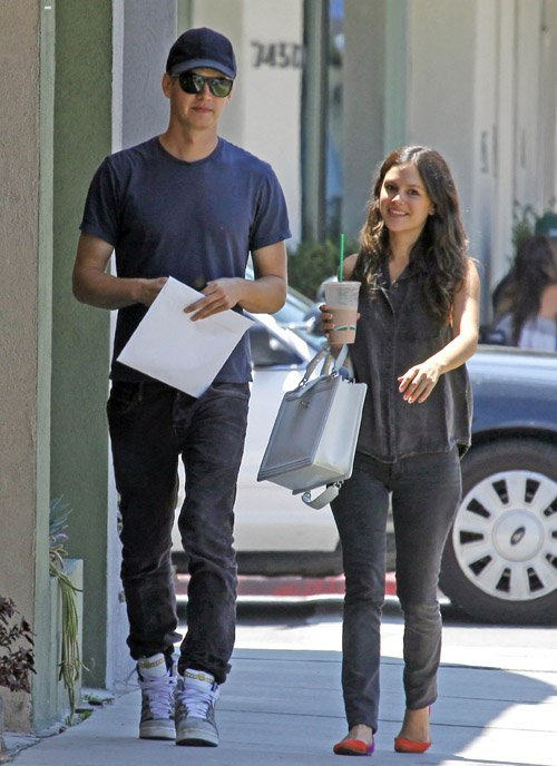 crunchygreenapples:  Rachel Bilson and her beau, Hayden Christensen. She looks so cute. I miss 'Hart of Dixie'.