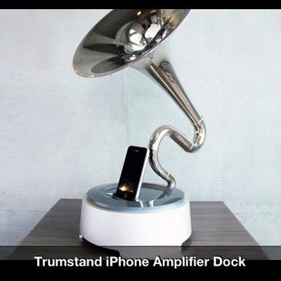 athpcblog:  #Trumpstand #iphone #amplifier #dock #dope #athlife #music #home (Taken with Instagram)