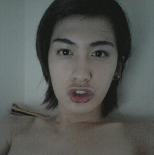 Jaehyo in the dark, shirtless? Look at those collarbones and tell me that you don't want that.