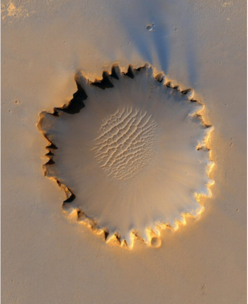 Victoria Crater at Meridiani Planum, Mars Photo: NASA's High Resolution Imaging Science Experiment (HiRISE) camera - October 6, 2006.