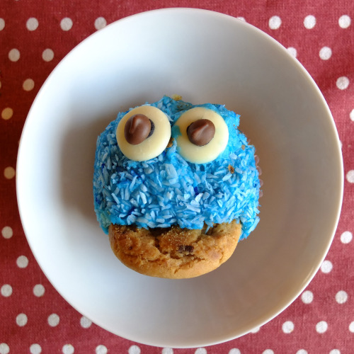 tonyharrattphotography:  Food… Cookie Monster cupcakes from a school summer fayre…