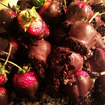 cathrinemae:  Chocolate strawberries #WickedSpoon #Cosmopolitan #vegastrip #chocolate #strawberries (Taken with Instagram)