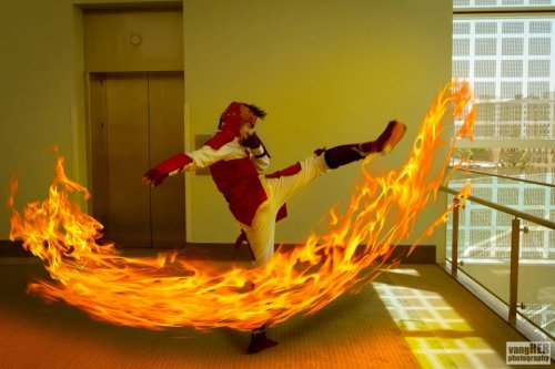 gackto:  Mako's round house fire bending attack. More photos on facebook.  Our good friend Gackto's amazing Mako cosplay!!