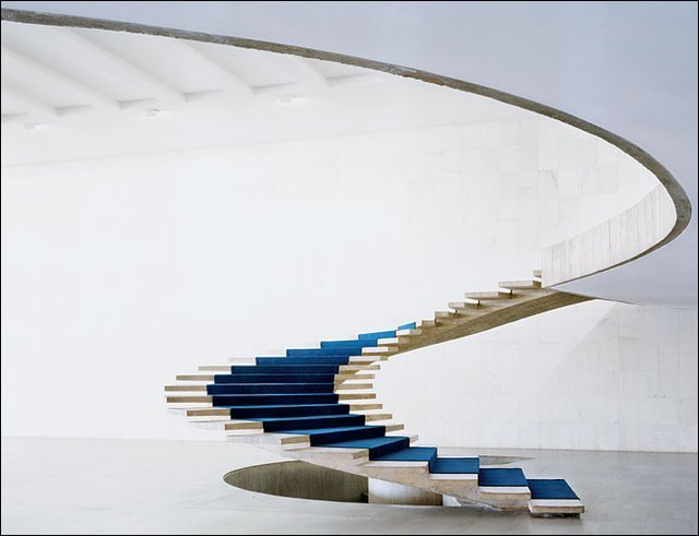 per.fact manchannel:  Helical Staircase by Oscar Niemeyer