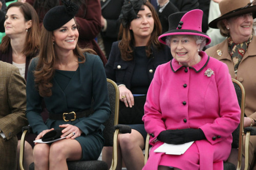 How cute are the Queen and Kate you guys. How cute are they.