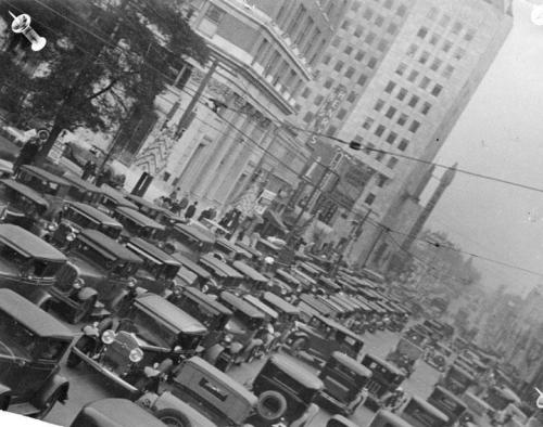 Traffic on Hollywood Blvd in 1932.