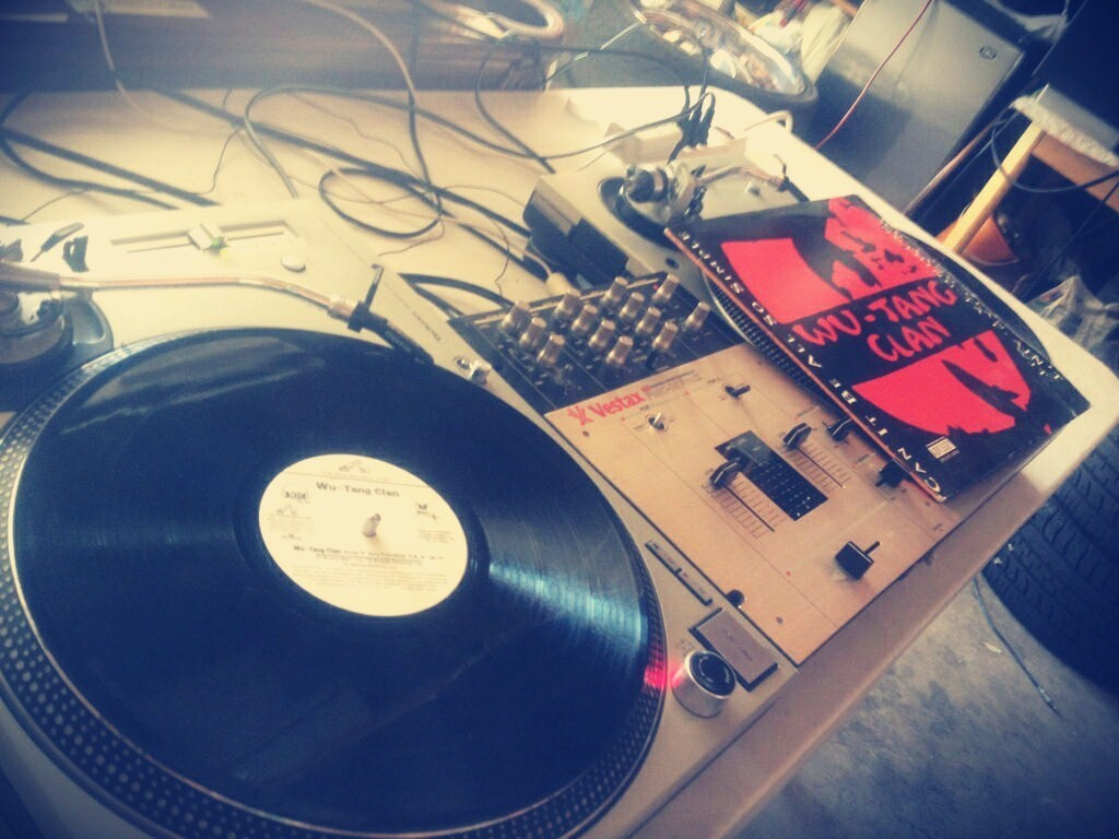 sanitybabee:  my babes turntables are better than yours !♥ [: