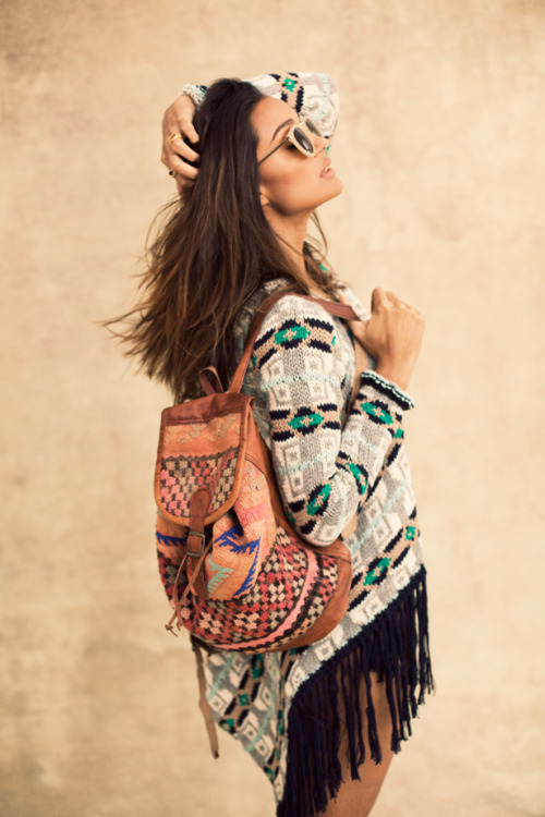 This look is perfect for a good old fashioned music festival. The natural organic look blends with dark skin tones perfectly to create a boho and hippie chic.  http://througherlookinglass.tumblr.com/