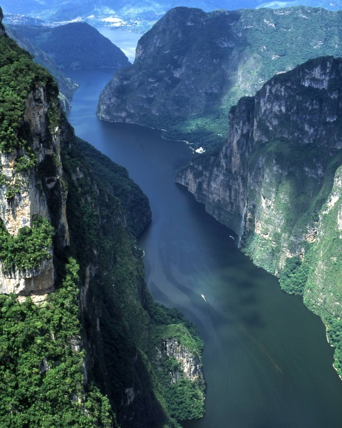 neverpleb:  The Sumidero Canyon's Grijalva River, Mexico