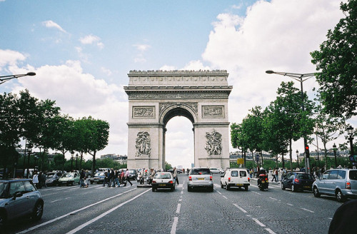 neergreve:  the Arc de Triomphe by yongseok -_- on Flickr.