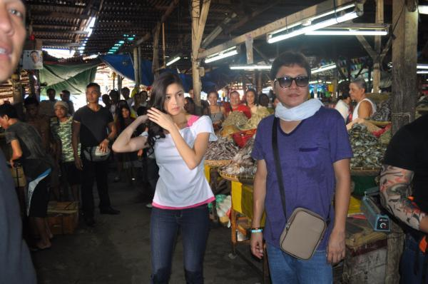 Kim Chiu with Direk @DonCuaresmaTaboan Cebu City ‪#InaKapatidAnak‬ taping@InaKapatidAnak_