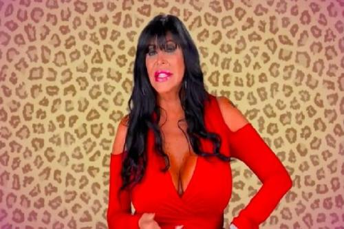 etlytumbles:  Lunchtime Poll: Big Ang, Yay or Nay? [Video] via Gawker Source | Follow: Facebook | Twitter  Obviously yay.