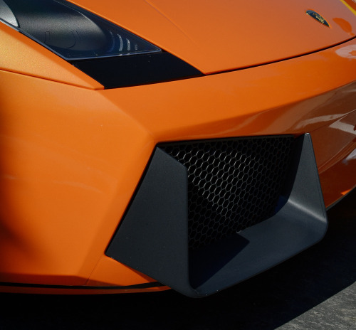fuckyeahbestcars:  crash—test:  Gallardo (by rectangular.lobster)