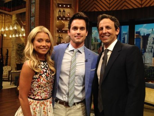 ‏@LiveKelly .@WhiteCollarUSA premieres tonight! Matt Bomer will chat about it now! http://lockerz.com/s/223822196