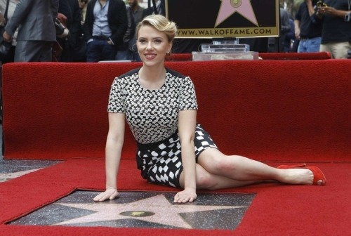 "Scarlett Johansson To Get $20M For ""Avengers"" Sequel. The New York Post reports the actress will get a significant bump in pay to reprise her role as Black Widow. The payday will make her the highest paid actress in Hollywood and she'll join an elite group of actresses. Only four others have commanded the same amount per film:  Julia Roberts: Erin Brockovich (2000) Cameron Diaz: Charlie's Angels: Full Throttle (2003) Angelina Jolie: Mr. & Mrs. Smith (2005) Reese Witherspoon: Penelope (2006)"