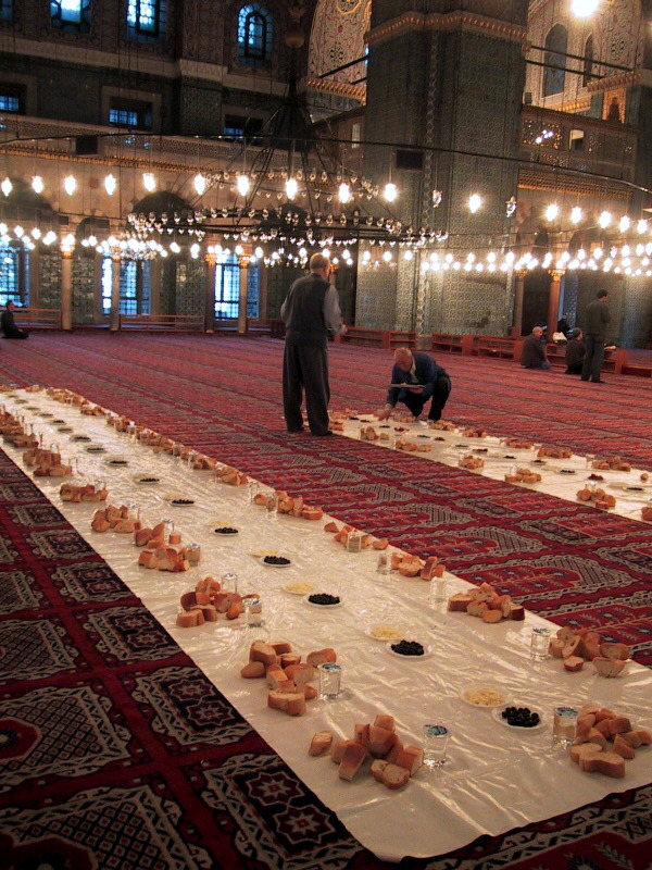 whatpath:  Iftar in Sultan Ahmed Mosque Istanbul, Turkey.  Mashallah, something about this photo….