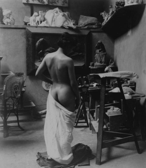 andwhatdoyousee:  Heinrich Zille, Model in the studio, 1900