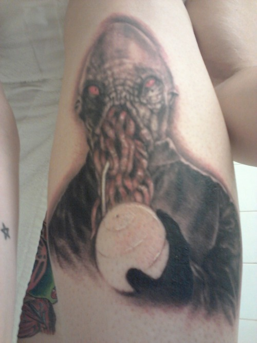 fuckyeahtattoos:  I love Doctor Who and I love the Ood so… that's all the story I got. :) It was done by Peter Joseph (guitarest for The Absence) at Legendary Tattoos in Tarpon Springs, FL. He's the best tattoo artist ever.