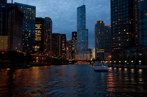 Entering the Chicago River (by c h r i s t o s)
