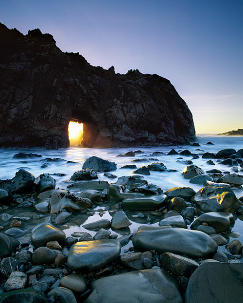 facflickrfavorites:  Window of Opportunity by Lightchaser on Flickr.