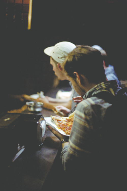 jonyeston:  went up to boston last weekend. last minute pizza idea. good idea.