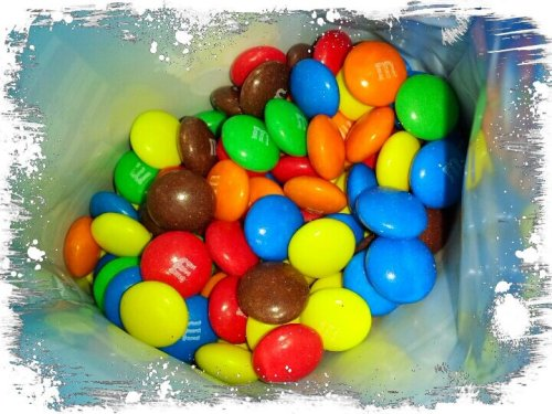 youreyesaremine:  m&m's #mms #omnomnom #andrography #youreyesaremine #streamzoo #colourful (from @oliverxxx on Streamzoo)