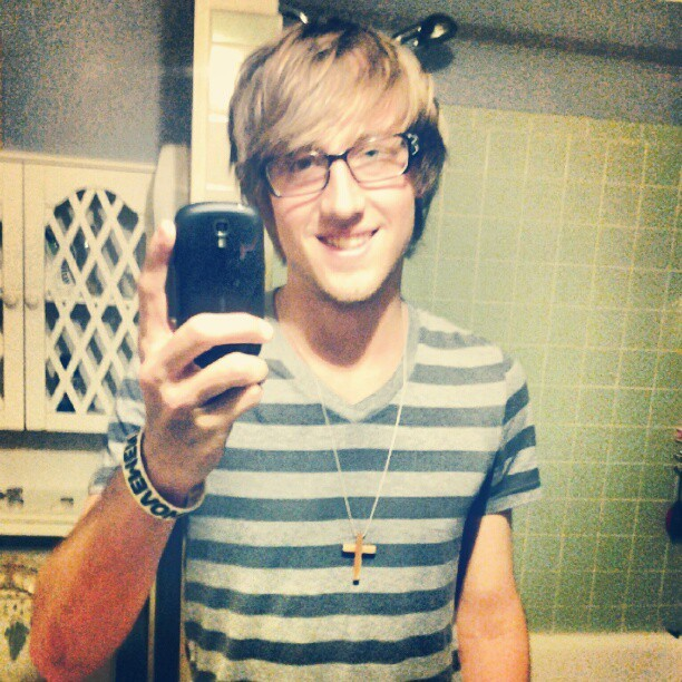 Thought my hair looked good #hair #smile #selfphoto #instagoood #me #glasses #hipster  (Taken with Instagram)