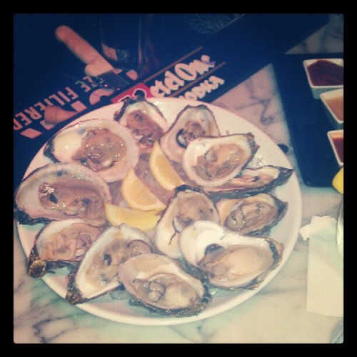 Chef's Creek #oysters at here at @TheMusselPot! #TheMusselPot #Seafood #NYC #NYCDining #Food #Foodie #WestVillage #Insta #Instagram #Instaphoto #PhotoOfTheDay #InstagramOfTheDay  (Taken with Instagram)
