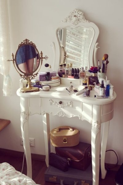o-hey-emily:  LOVE THIS VANITY