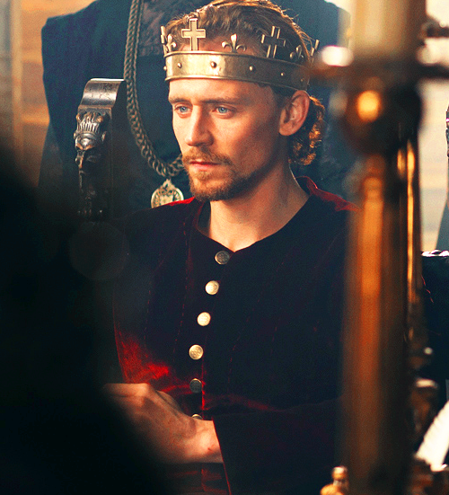 seriously-what-the-hell-is:  ohmygodhiddles: I wonder if he misses his horns at all.  I'll have a side of that, please.