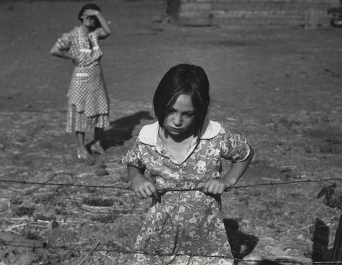 Dorothea Lange, Child and her Mother, 1939.