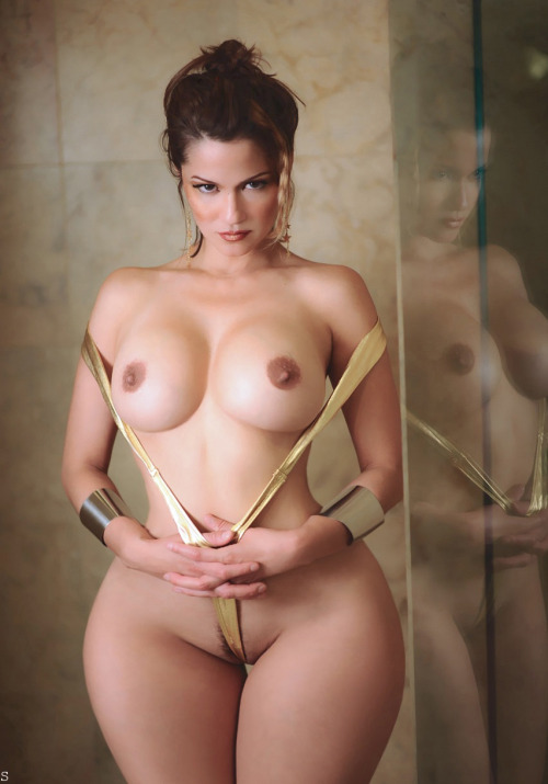 beautifulandthick:  What do you think?  Strapping young pear.