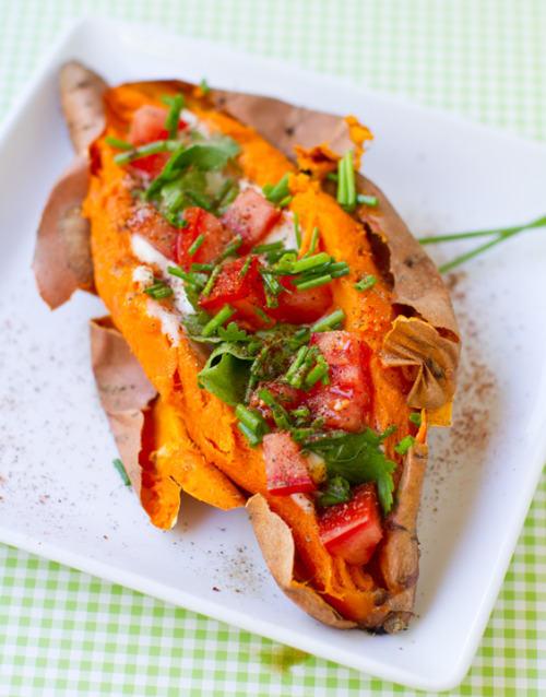 veganfoody:  Stuffed Sweet PotatoesTwo recipes for you: skinny style.. and fully loaded style.