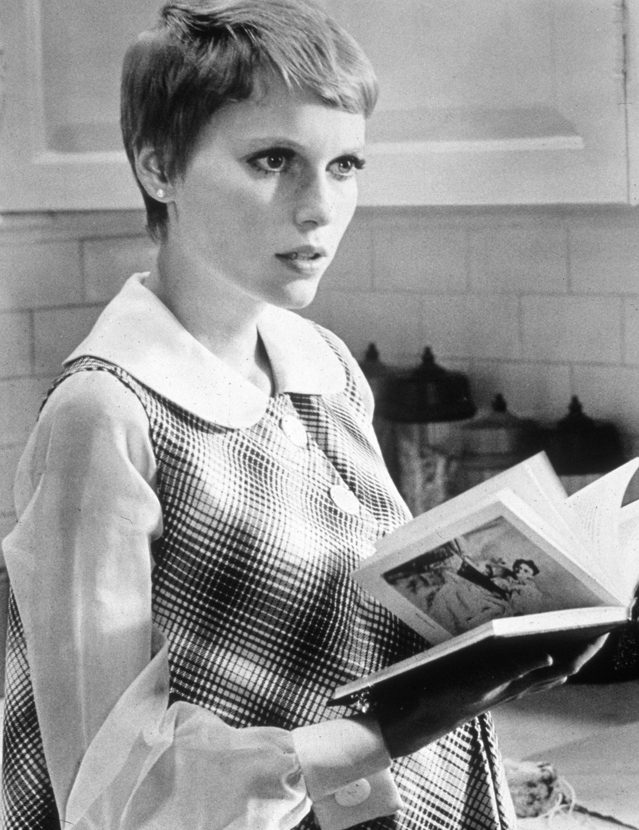 Mia Farrow reads. womenreading:  Mia Farrow