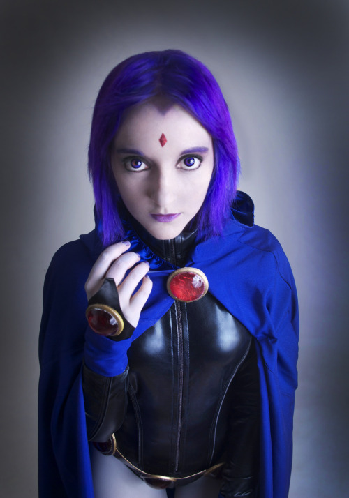 misswynn:  Raven cosplay for Comic Con :D  best cartoon raven i've seen.